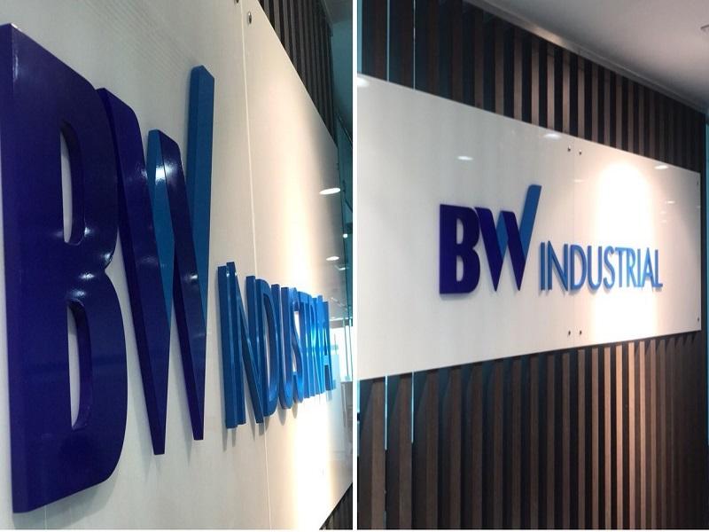 Bảng hiệu alu chữ nổi mica BW industrial